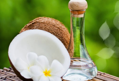 Tác dụng của dầu dừa nguyên chất: Cải thiện tóc chẻ ngọn chống rụng tóc