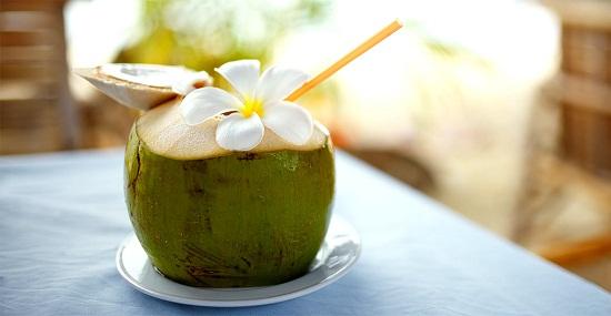Trong 3 tháng đầu có nên uống nước dừa không?