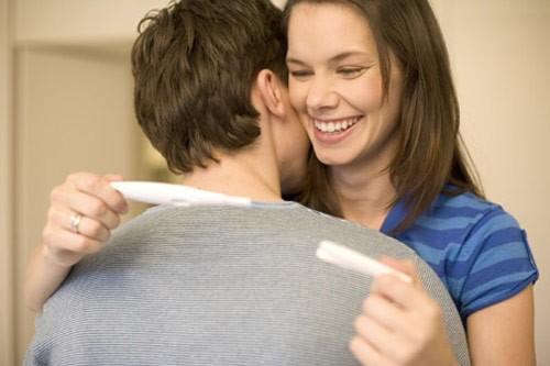 Vợ chồng nên thể hiện tình yêu thương với nhau