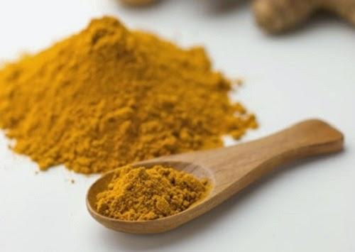 Một số công dụng từ tinh bột nghệ vàng cho mái tóc được đưa ra dưới đây.