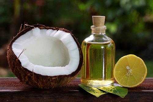 Công dụng của việc dưỡng tóc bằng dầu dừa nguyên chất như thế nào?