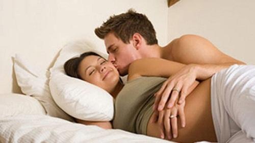Mang thai tháng thứ 8 có nên quan hệ không?