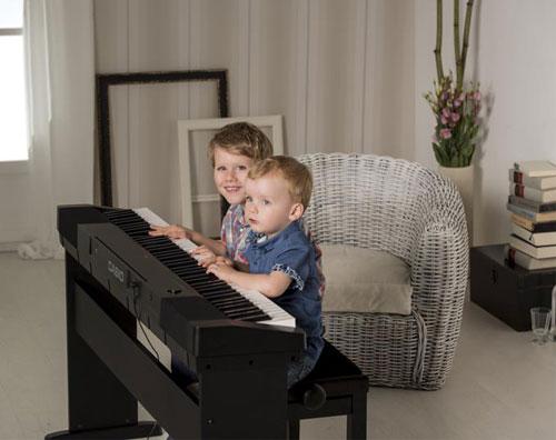 mua-dan-piano-dien-cho-be
